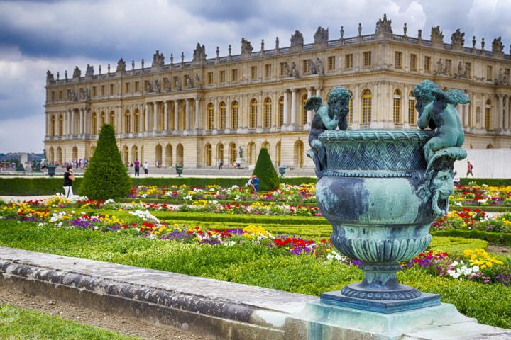 Versailles in libertà salta fila trasporto non incluso
